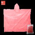 Regenponcho rot verpackt im Polybeutel